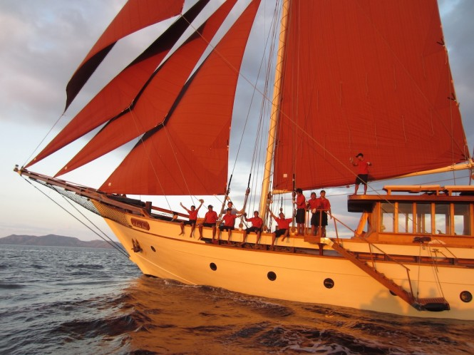 Traditional Phinis Si Datu Bua - Luxury charter yacht