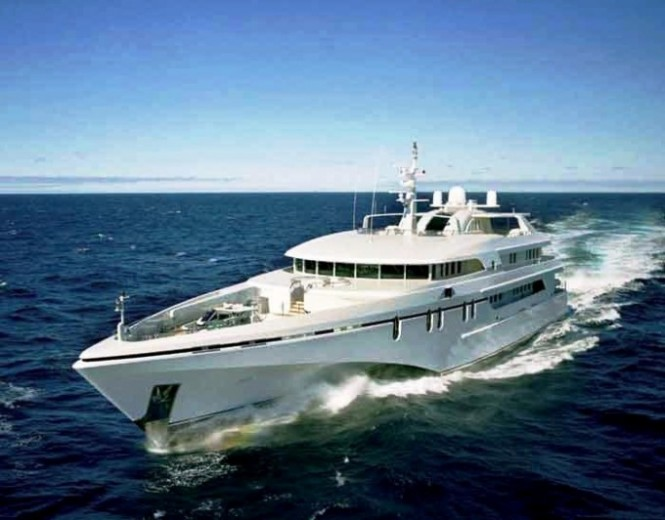 61m luxury motor yacht White Rabbit Echo - Underway