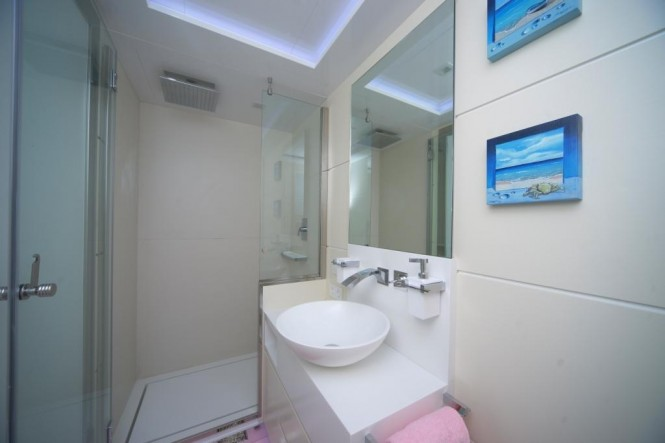 89ft superyacht Irie Man - Bathroom