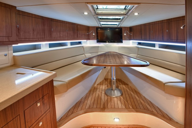 Chris-Craft's 36 Corsair yacht - Salon