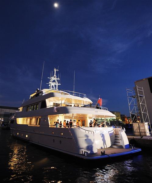 Yachts At Night Horizon Polaris supery...