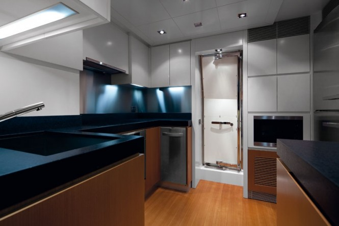 Luxury yacht Azimut 88 - Galley
