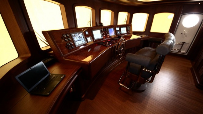 M&amp;M superyacht - Wheelhouse
