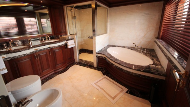 Motor yacht M&M - Bathroom