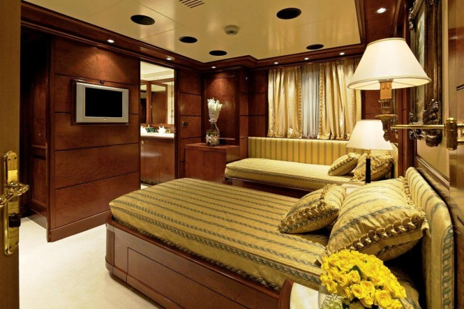 O'MEGA Yacht - Guest Cabin