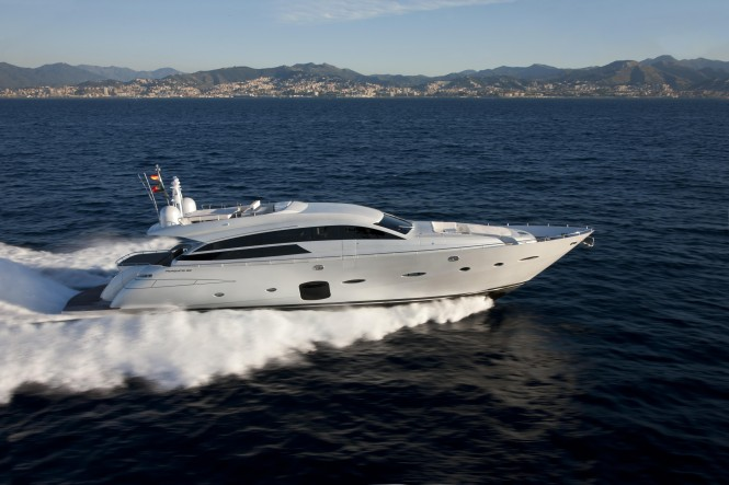 Pershing 92 superyacht