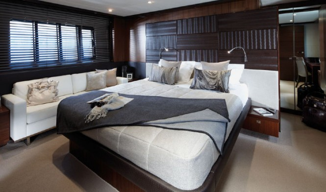 Princess V72 yacht - Owner's Stateroom