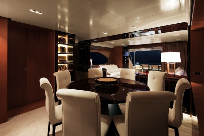 Superyacht Azimut 88 - Dining Area