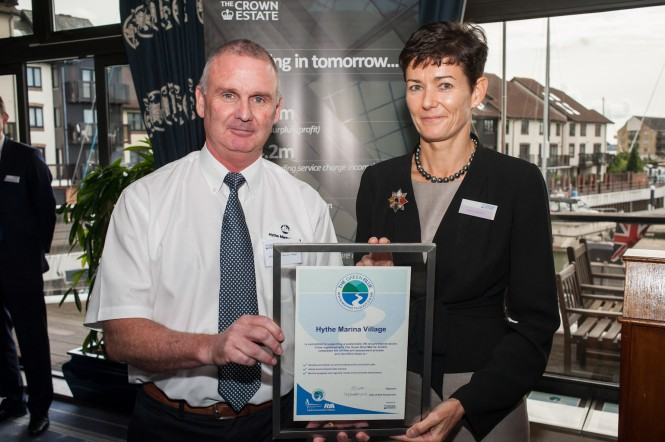 Adrian Gilson receives The Green Blue award from The Crown Estate's Chief Executive Alison Nimmo