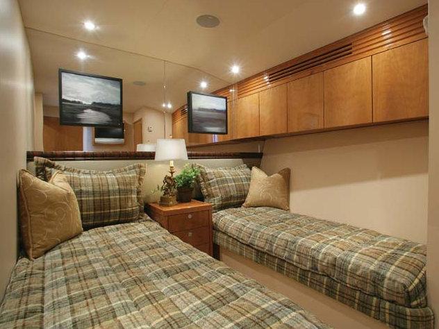 Hatteras 77 yacht - Twin Cabin