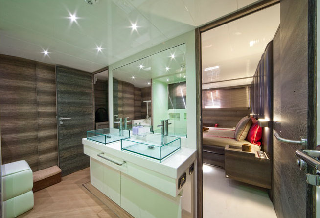 Luxury motor yacht Cerri 102' - Bathroom