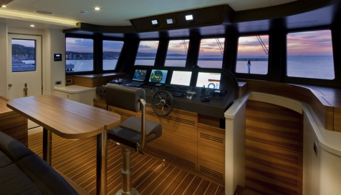 Luxury yacht Percheron - Wheelhouse Photo by Maurizio Paradisi