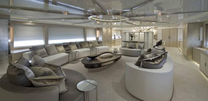 Main Salon of motor yacht DARLINGS DANAMA