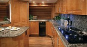 Motor yacht Hatteras 77 Convertible - Galley