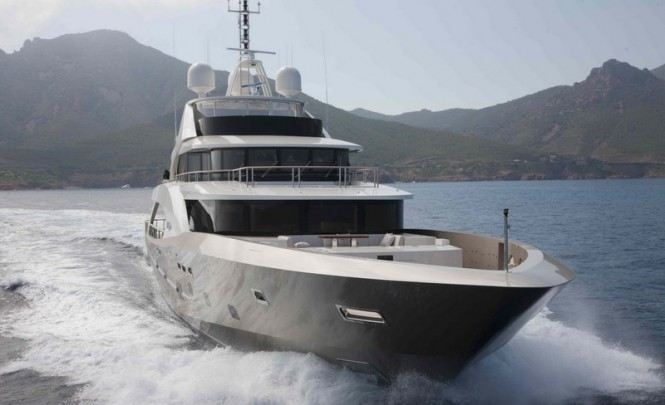 Motor yacht La Pellegrina - front view