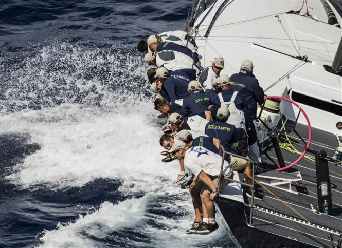 THE CREW ONBOARD BELLA MENTE - Photo Carlo Borlenghi