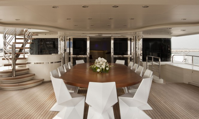 Upper deck Dining on CRN yacht DARLINGS DANAMA