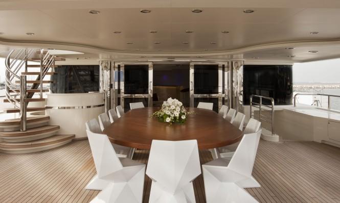 Upper deck Dining on CRN yacht DARLINGS DANAMA