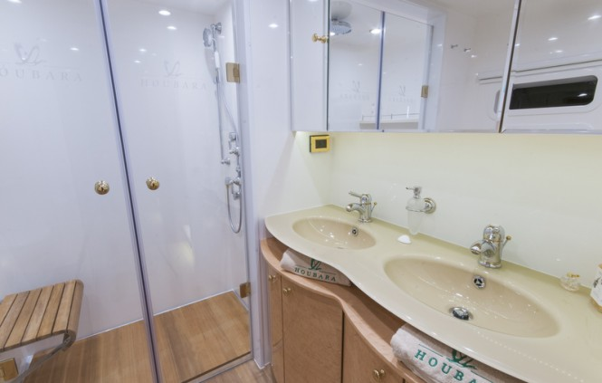 Beautiful catamaran yacht HOUBARA - Bathroom