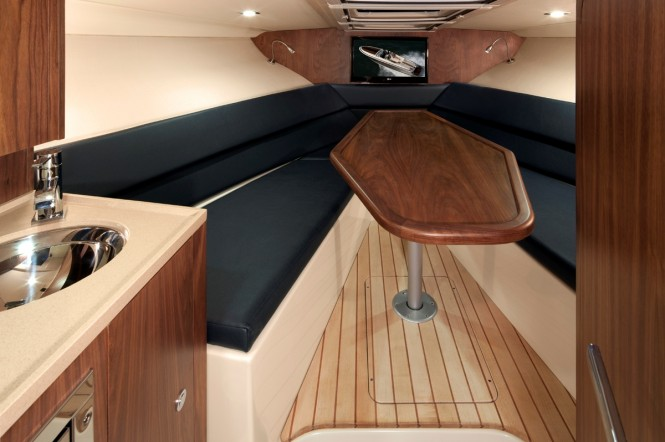 Corsair 32 yacht tender - Interior