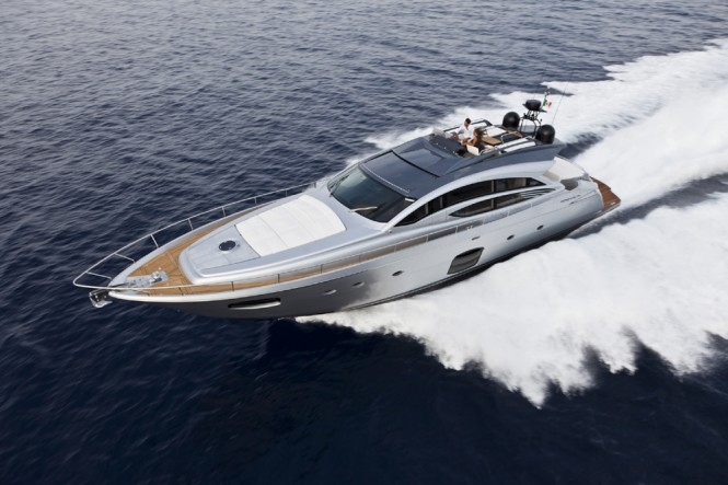 Luxury motor yacht Pershing 74' running