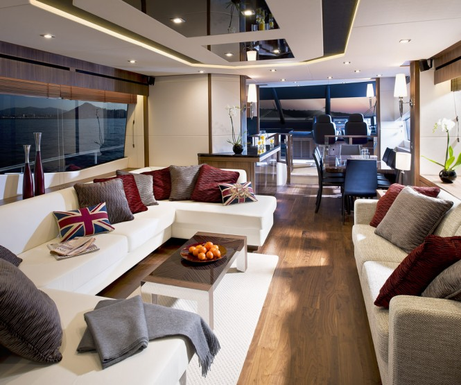 Manhattan 73 Yacht - Main Saloon