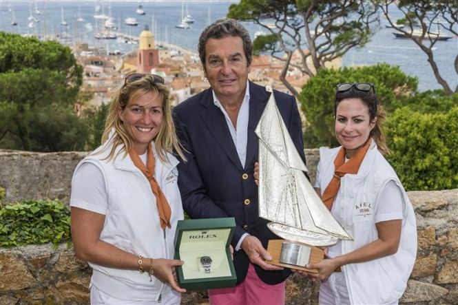 Philippe Schaeffer, Director of Rolex France, awards a Rolex Timepiece and the Rolex Trophy to Allegra and Alessandra Gucci, owners of AVEL - Photo by Rolex Carlo Borlenghi