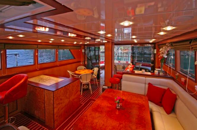 Sailing Yacht Serenity 86 - Saloon