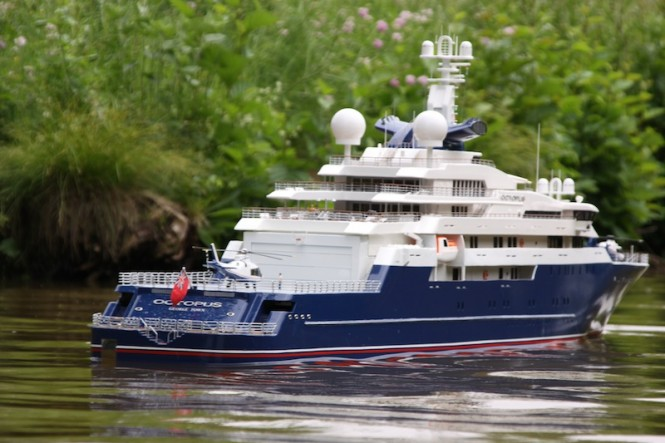 Scale model of the luxury yacht Octopus - the model is 2,52m long