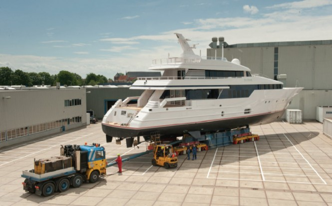 40m superyacht Be Mine refitted by Huisfit