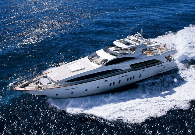 Luxury charter yacht GIAOLA LU built by Azimut