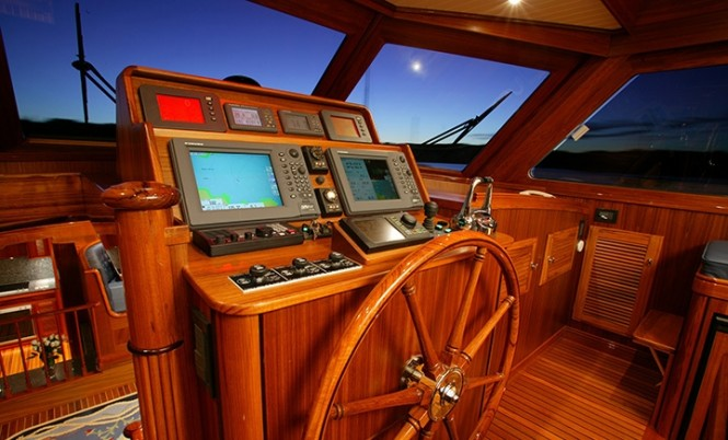 Luxury yacht Excellence - Wheelhouse