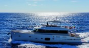 Luxury yacht Magellano 76 running