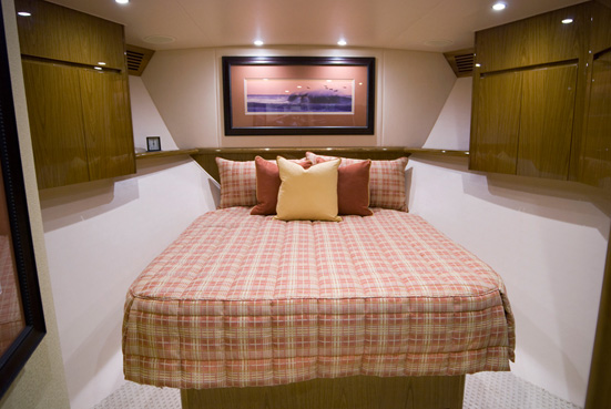 Luxury yacht Viking 82 - Cabin