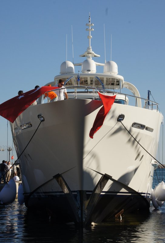Vicem Vulcan 32m RPH yacht Bronko I on the water