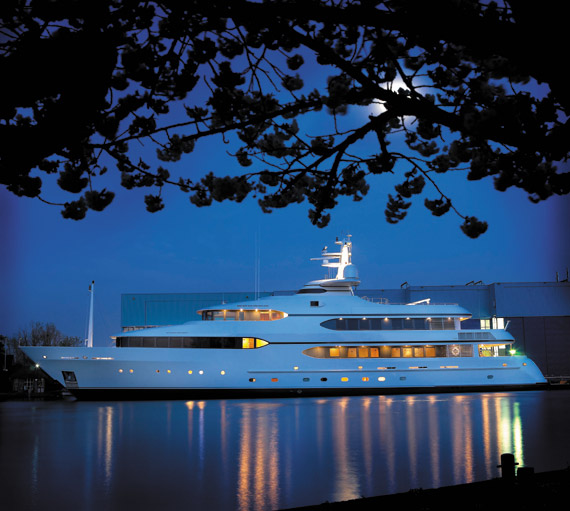 52m Feadship superyacht Dream recently hauled out by Derecktor's new mobile boat hoist