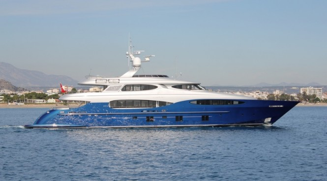 Le Caprice V superyacht - side view
