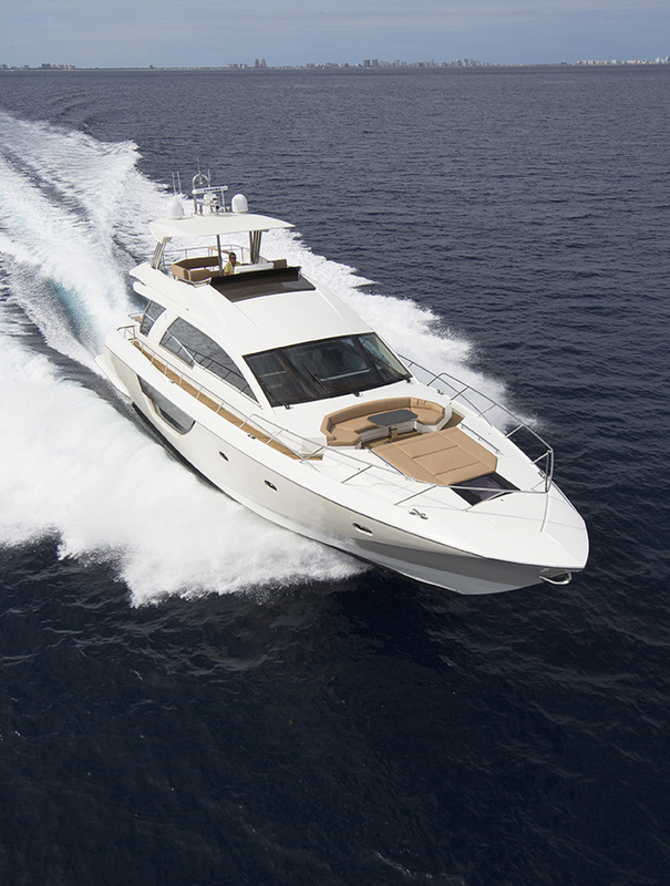 Luxury yacht Alpha 76 Flybridge - front view