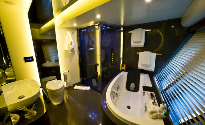 60 Years superyacht - Master Bathroom