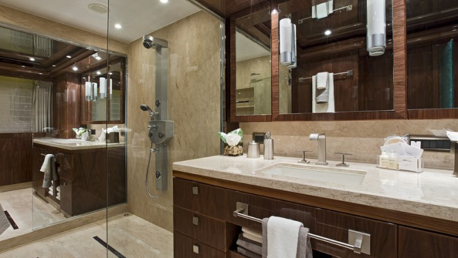 Gigi II Yacht - Master Cabin - Double Bathroom