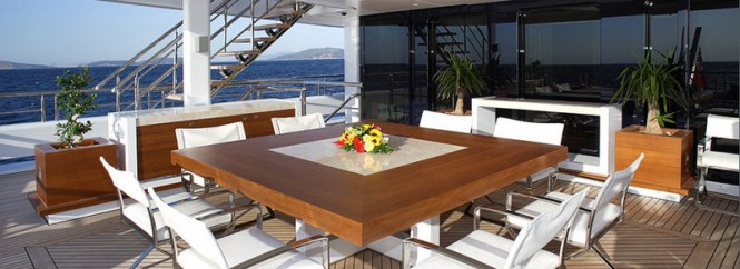 H2 designed Vicky Yacht - Exterior