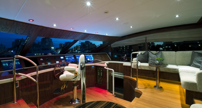 Hargrave 125 RPH Yacht Gigi II - Wheelhouse