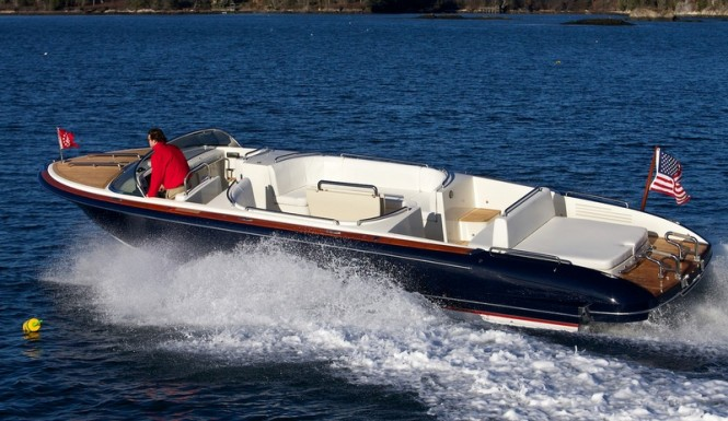 Hodgdon's Hull 414 yacht tender at full speed