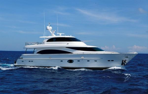 Horizon E88 superyacht