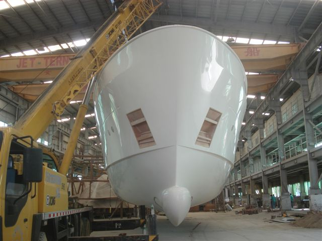 Hull of Selene 92 yacht - front view