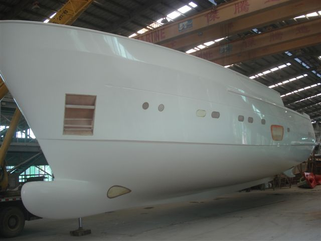 Hull of motor yacht Selene 92 - side view