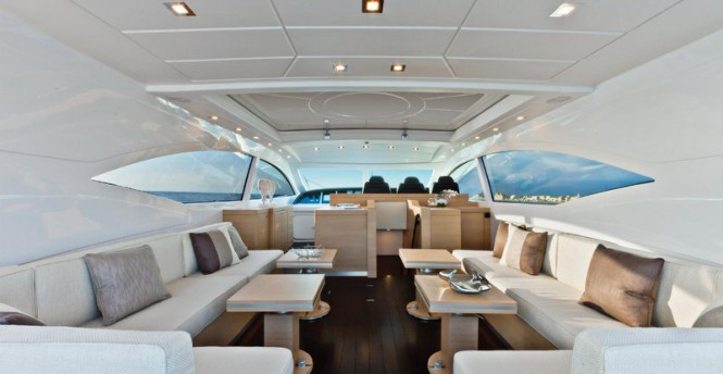Luxury yacht Mangusta 72 - Interior
