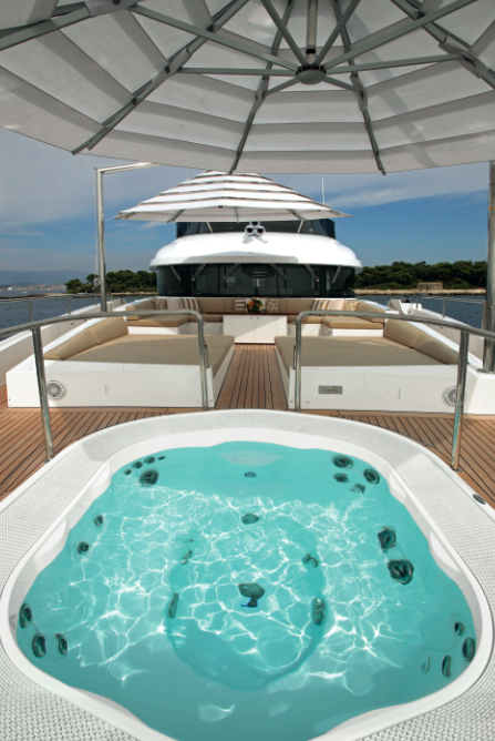Motor yacht Classic Supreme 132 - Exterior - Spa Pool Photo credit Thierry Ameller