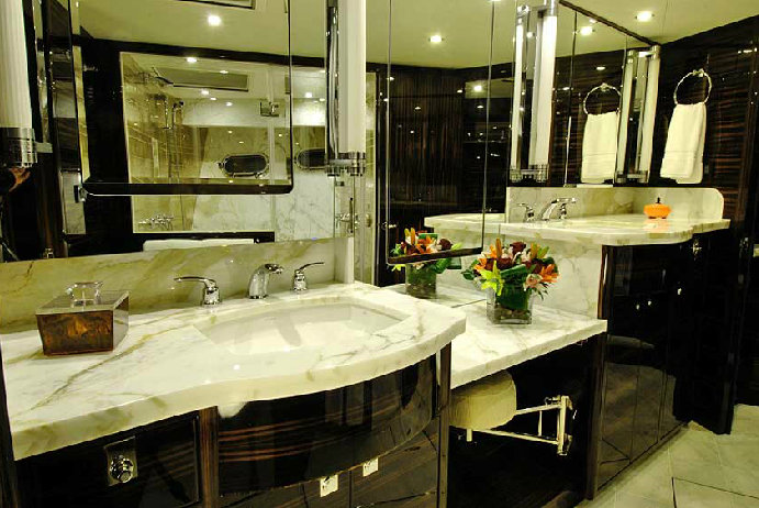 Nordhavn 76 yacht Tortuga - Bathroom