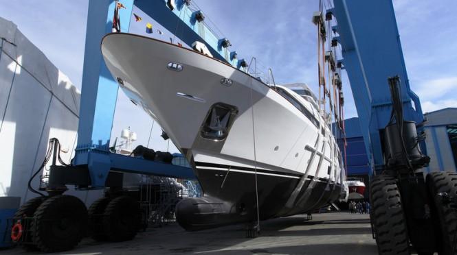 Benetti Classic 121 motor yacht Dyna